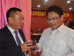 董事长与市委副书记任振鹤访问匈牙利